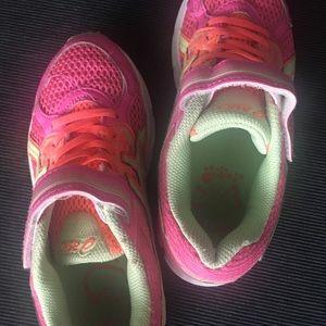 Asics girls size 2 sneakers hook loop closure